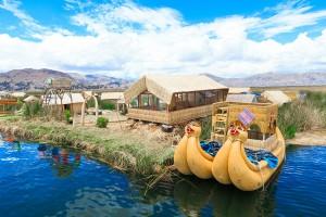 Des bateaux sur le lac Tititcaca via Shutterstock