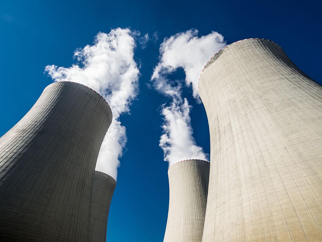 Une centrale nucléaire via Shutterstock
