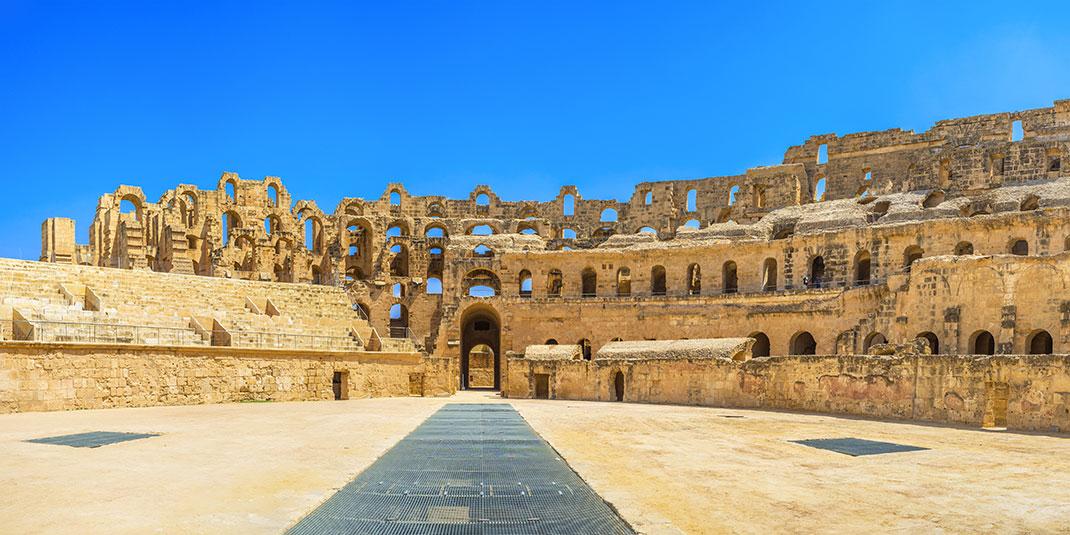 L'intérieur de l'amphithéâtre via Shutterstock by Fesenko
