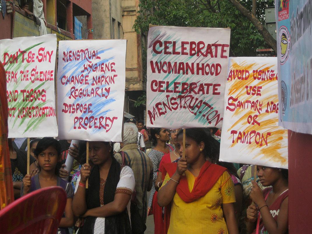 Célébration du jour de l'hygiène périodique, le 28 mai, ici en Inde, pour sensibiliser les jeunes filles à une bonne hygiène sans craindre les tabous (by WASH United)