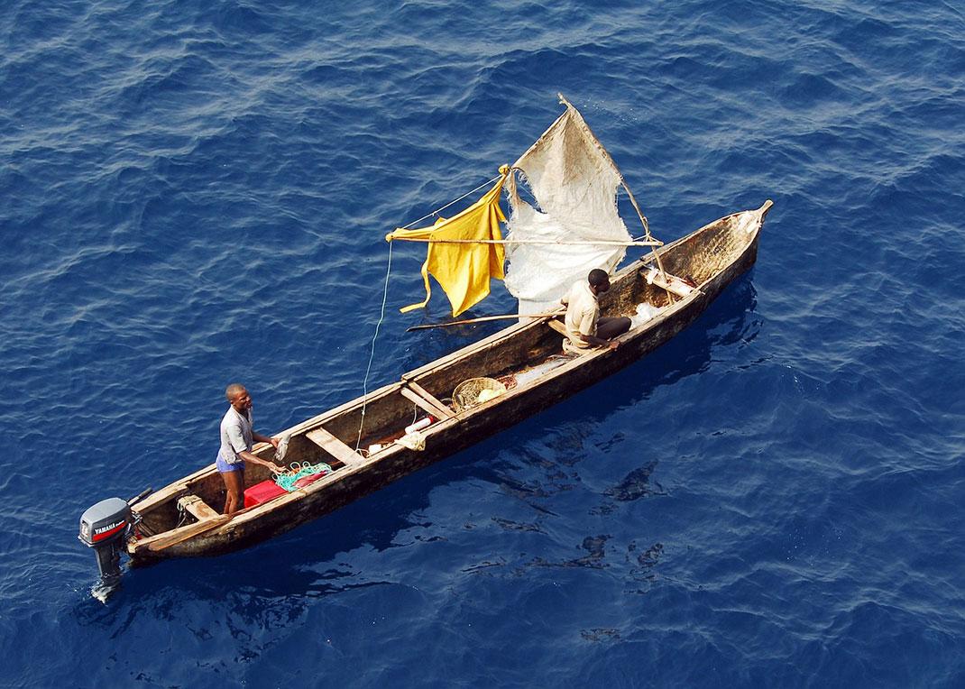 Un bateau de pèche traditionnel en Guinée