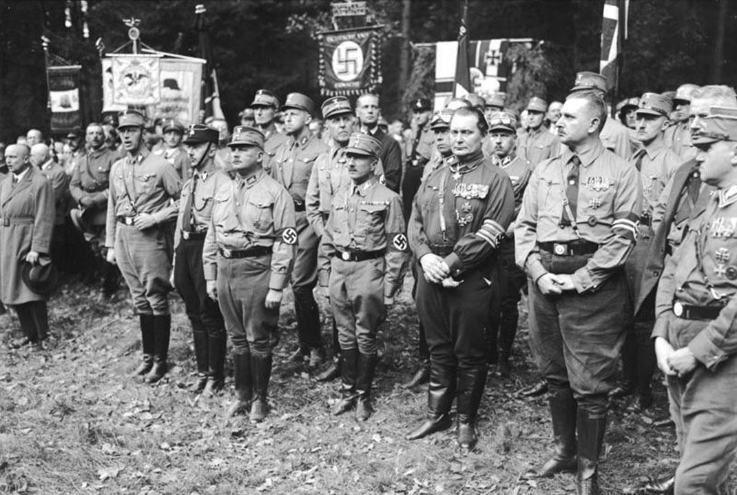 August Landmesser a épousé une jeune-femme juive après avoir rejoint le parti Nazi
