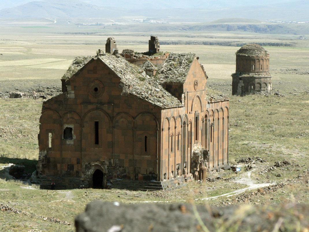 La grande cathédrale d'Ani, architecte Tiridat