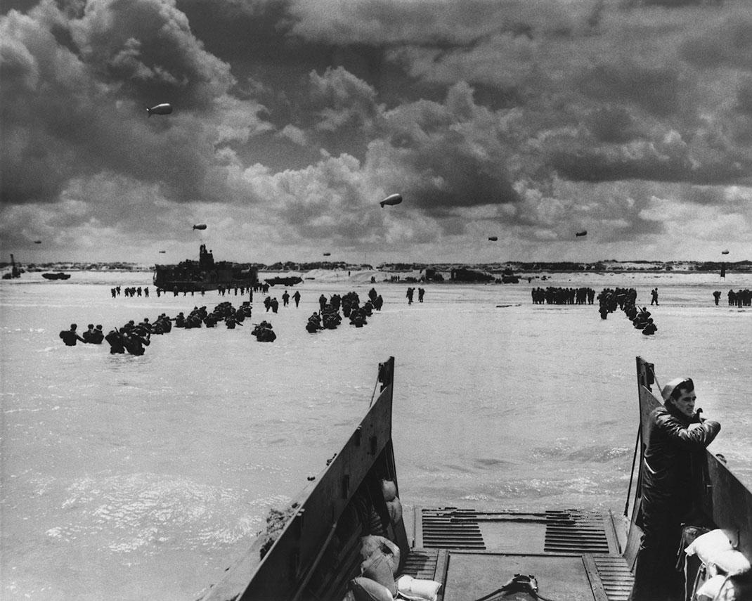Une image d'archive du débarquement via Shutterstock