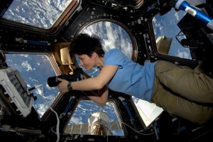 Femme-espace-3