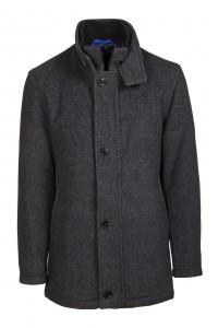 Un manteau en laine via Shutterstock