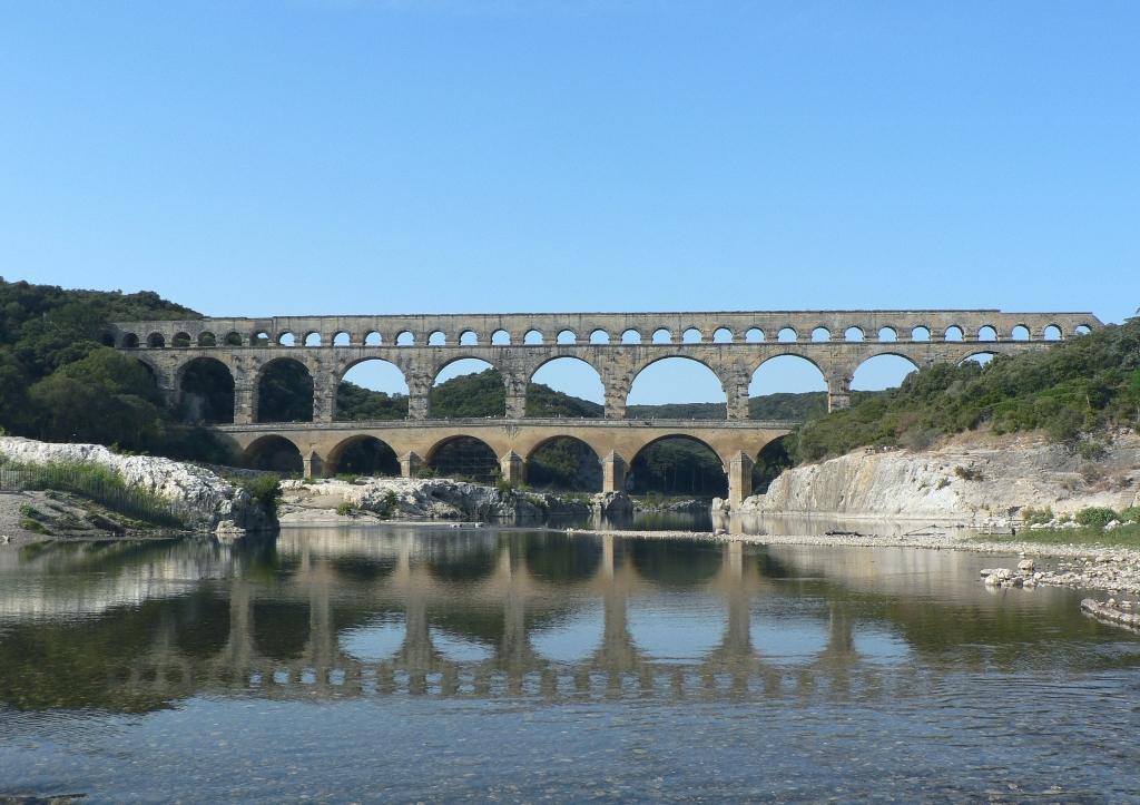 Pont_du_gard_v1_082005