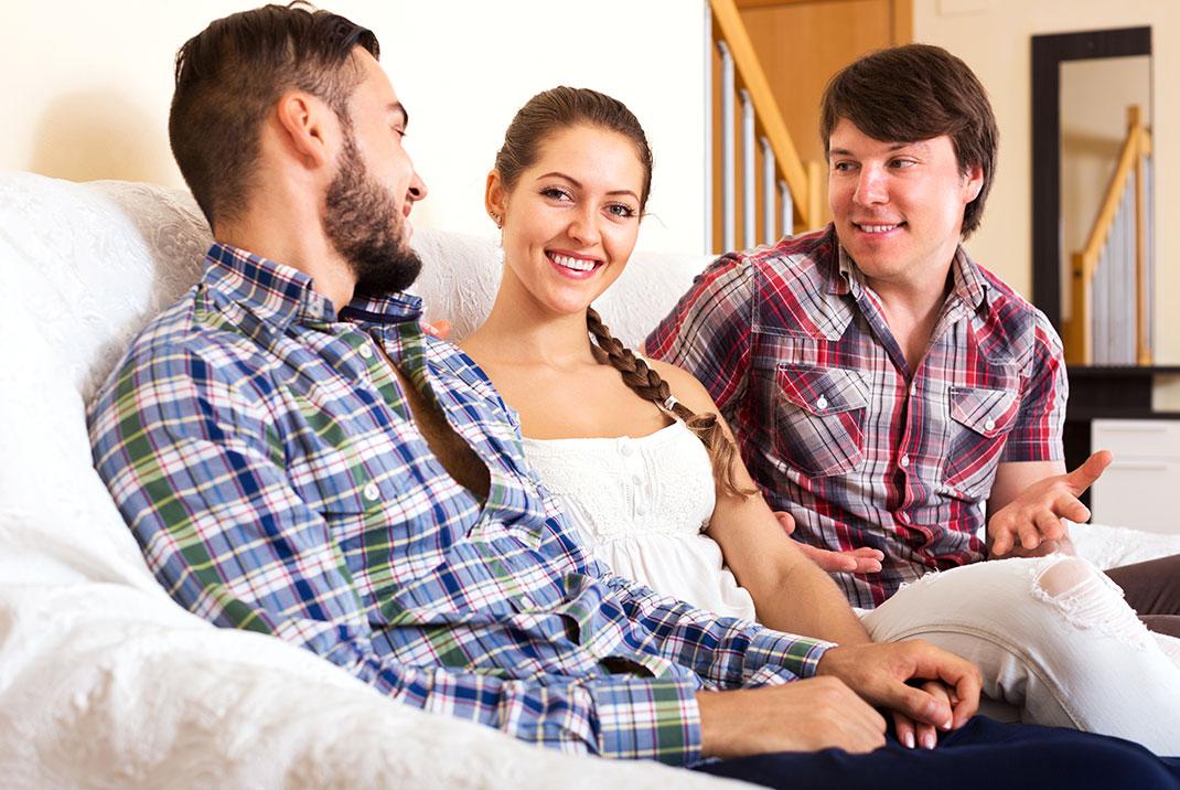 Un couple polygame via Shutterstock