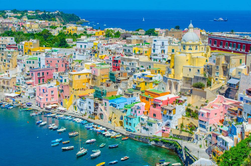 Procida en Italie via Shutterstock