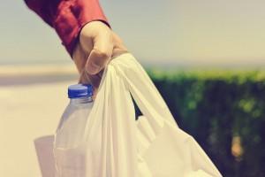 Des sacs plastique via Shutterstock