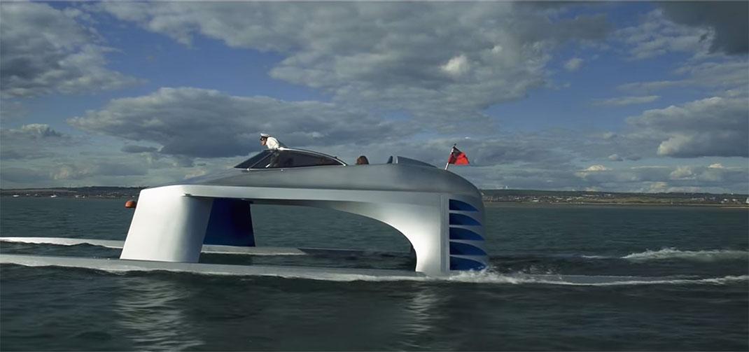 Ce catamaran est capable d'atteindre une vitesse de 104 Km/h