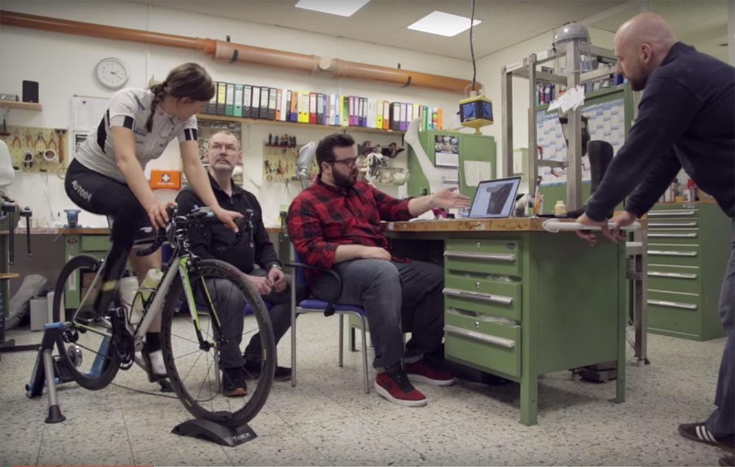 Denise Shindler et Paul Sohi travaillent ensemble pour améliorer la prothèse de jambe imprimée en 3D