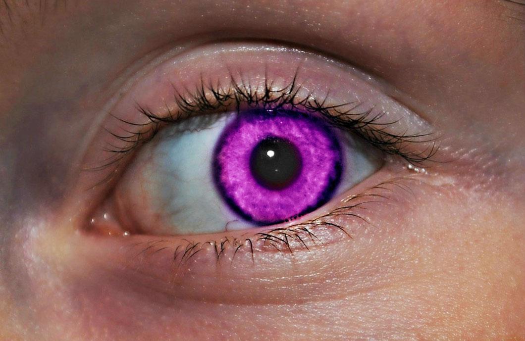 Oeil_violet_proche