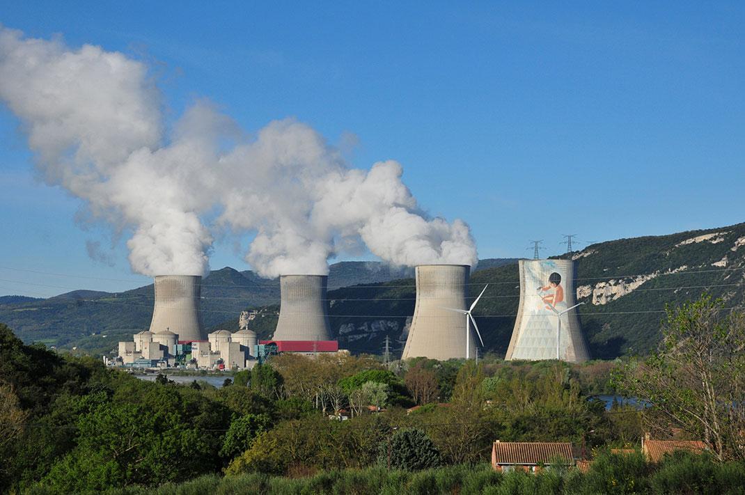 Centrale nucléaire de Ticastin en France via Shutterstock