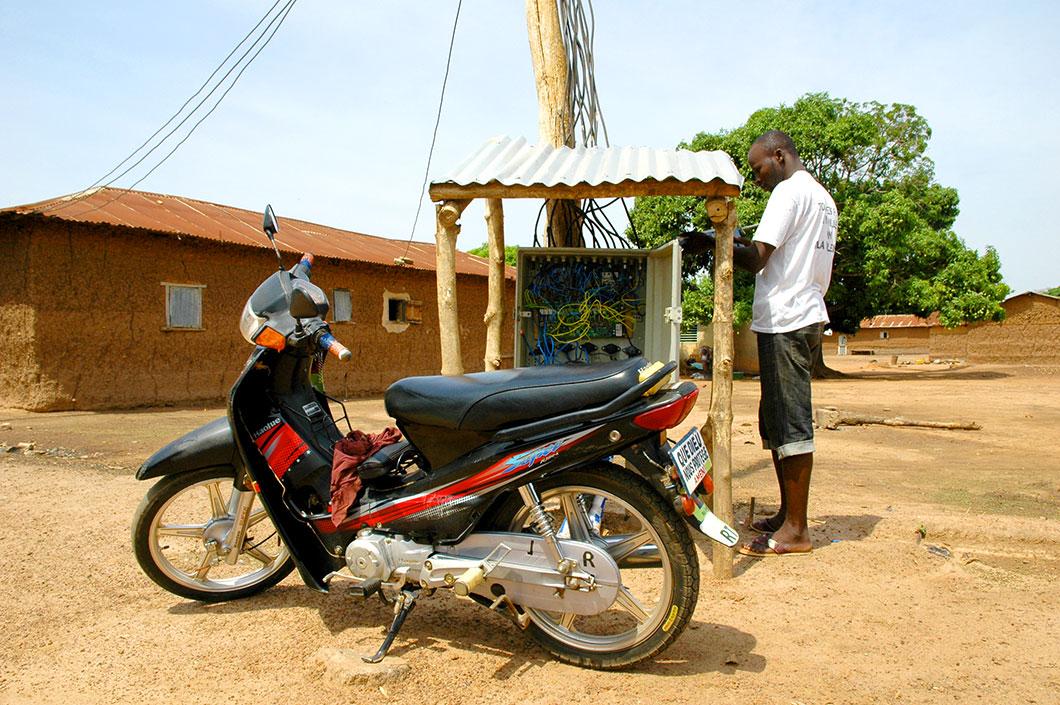 Le réseau électrique du village d'Igbérè ©Power:On