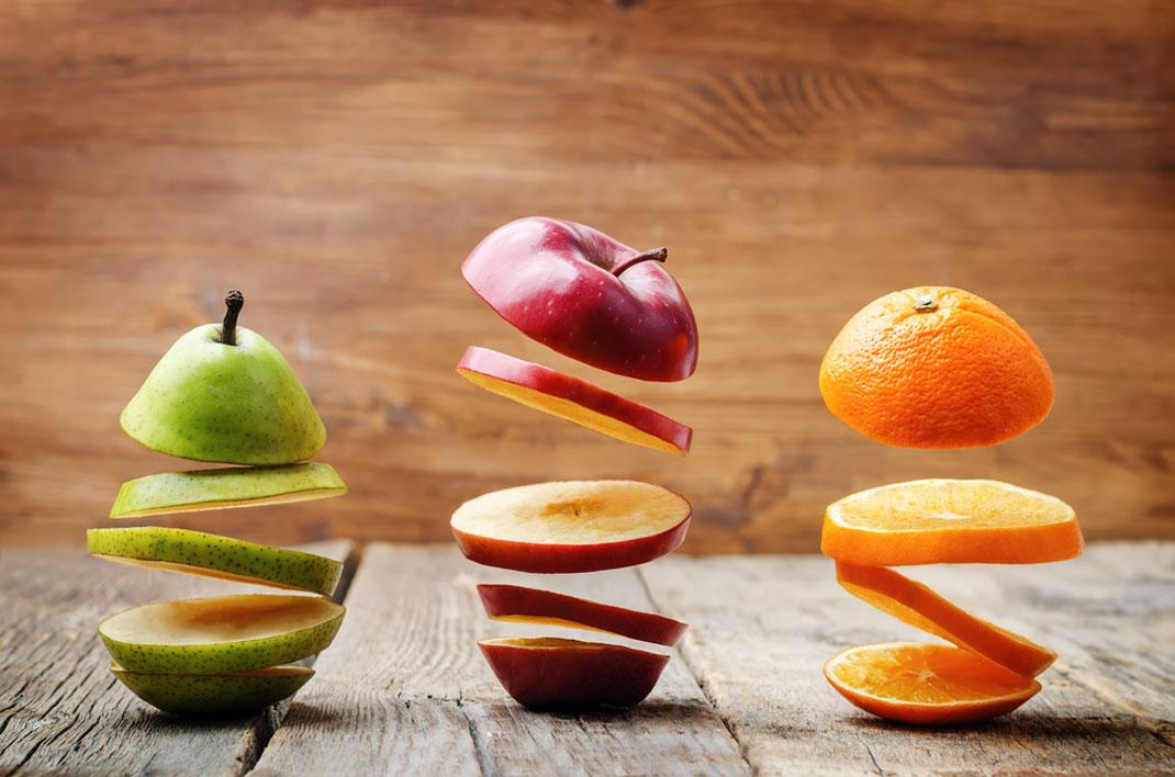 Des tranches de fruits en lévitation via Shutterstock