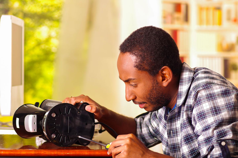 Réparez les objets plutôt que de les jeter via Shutterstock