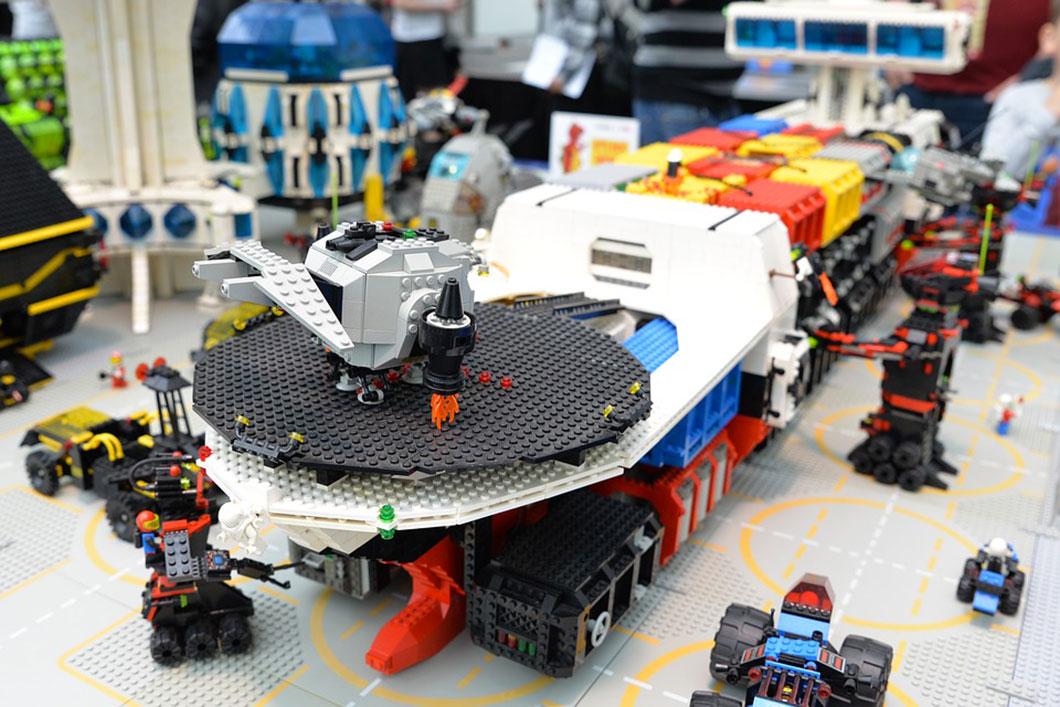 l histoire des lego le jouet le plus populaire au monde daily geek show. Black Bedroom Furniture Sets. Home Design Ideas