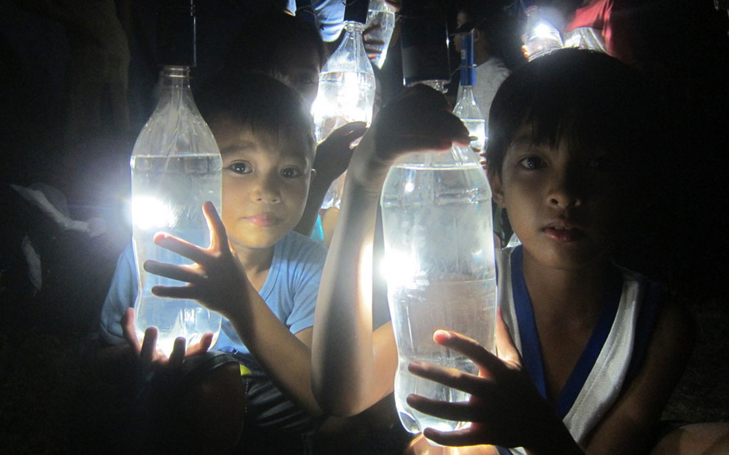 liter-of-light-enfants-2