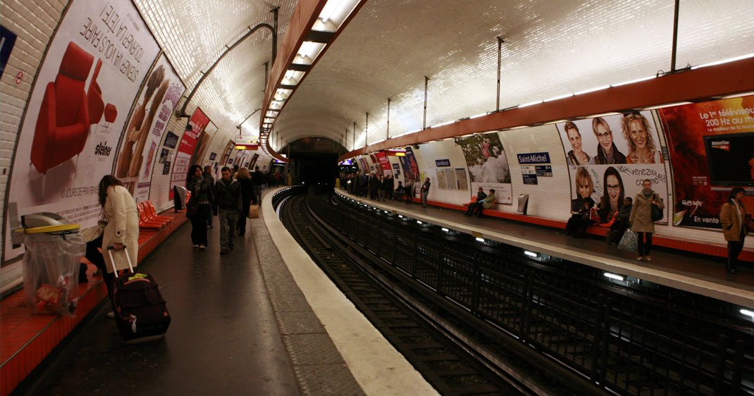 metro-paris-art-une