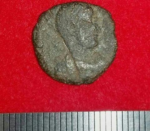 Des pièces datant de l'Empire romain ont été découvertes… au Japon ! Par Corentine Sys                         Piece-okinawa