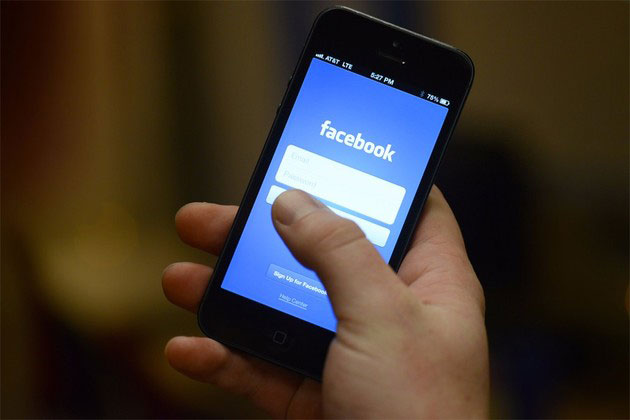 virus-facebook-smartphone
