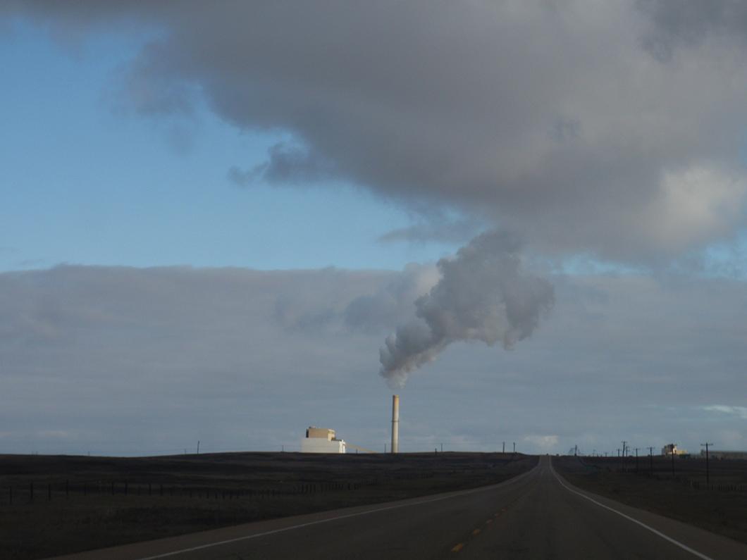 © Wikimedia - Émissions de gaz d'une centrale de charbon au Canada