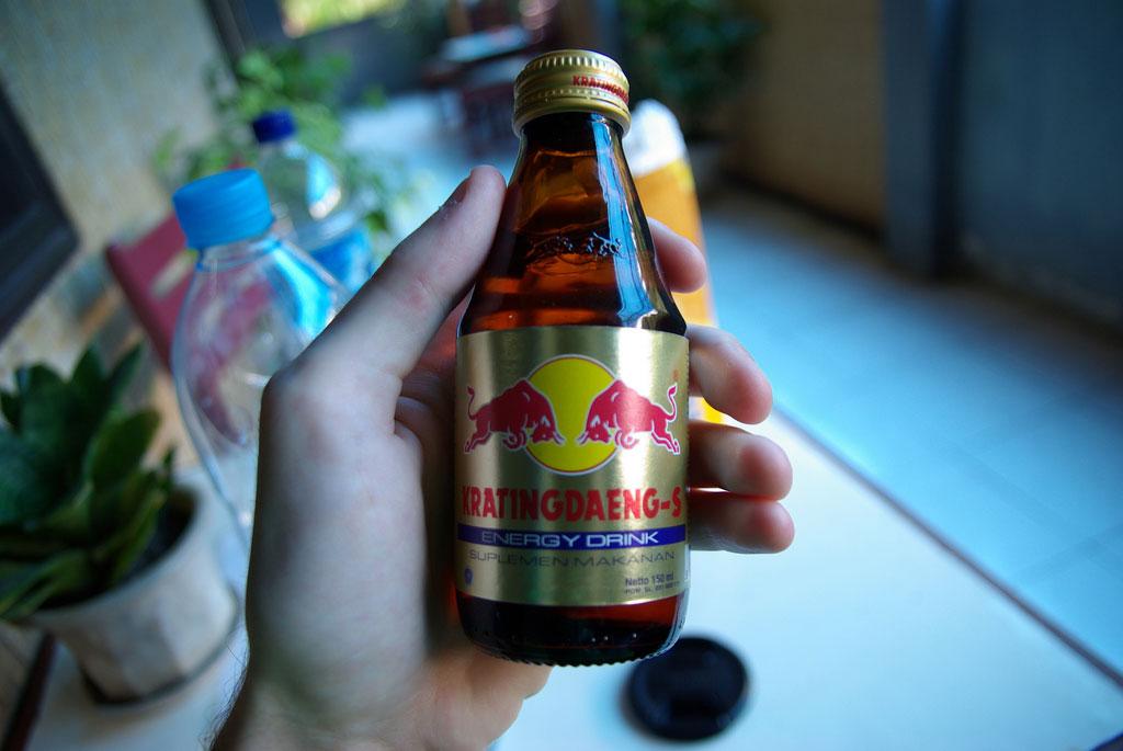 boisson-energisante-en-main