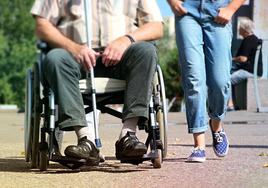 emploi-handicapes-fauteuil