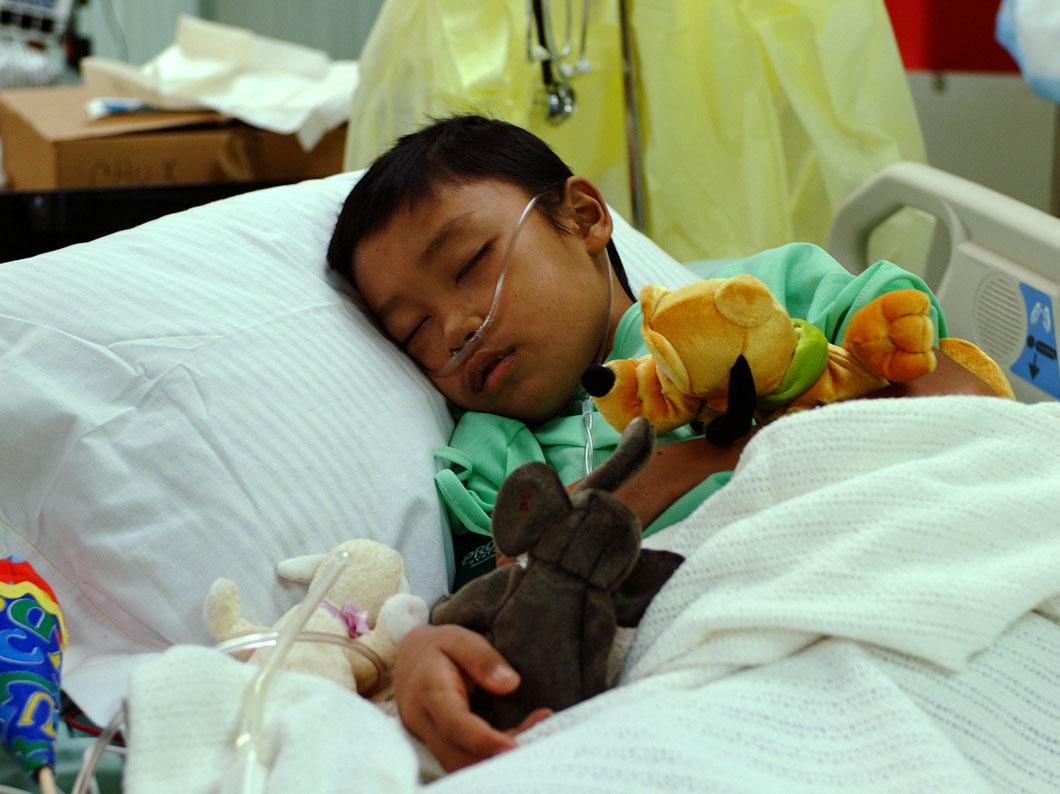 Un petit garçon à l'hôpital