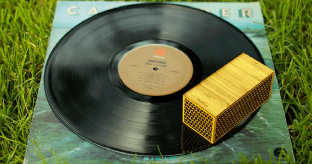 Rokblok un tout petit lecteur vinyle qui tourne autour de vos disques dai - Lecteur disque vinyl ...