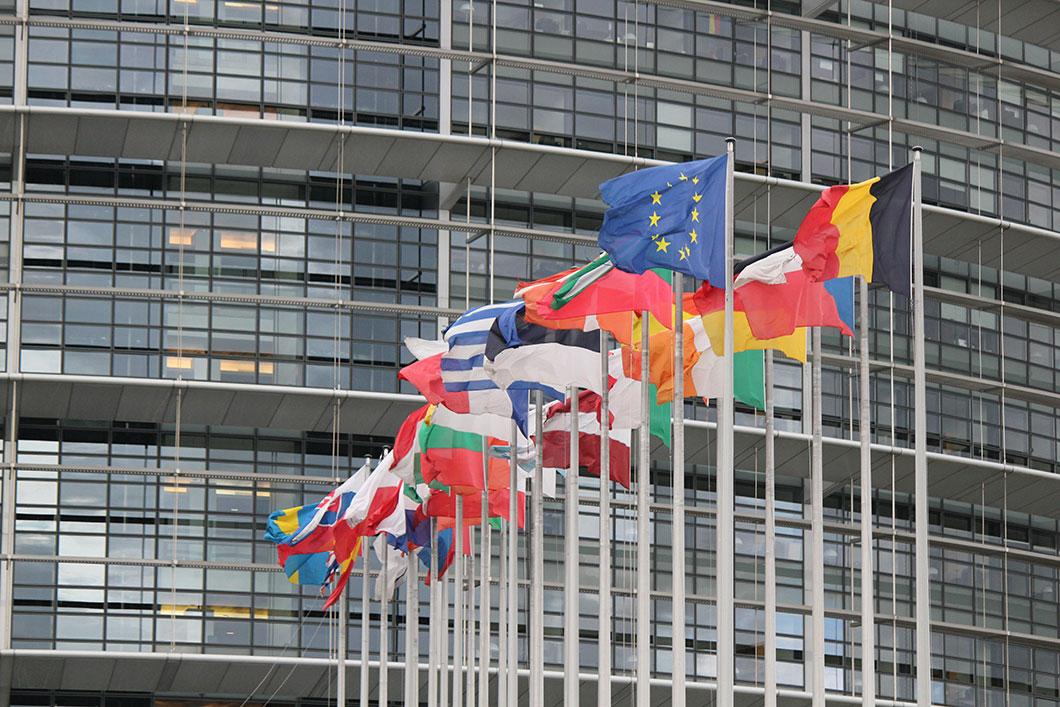 La réglementation européenne n'est pas assez précise sur les conditions de test des ondes émises par les portables