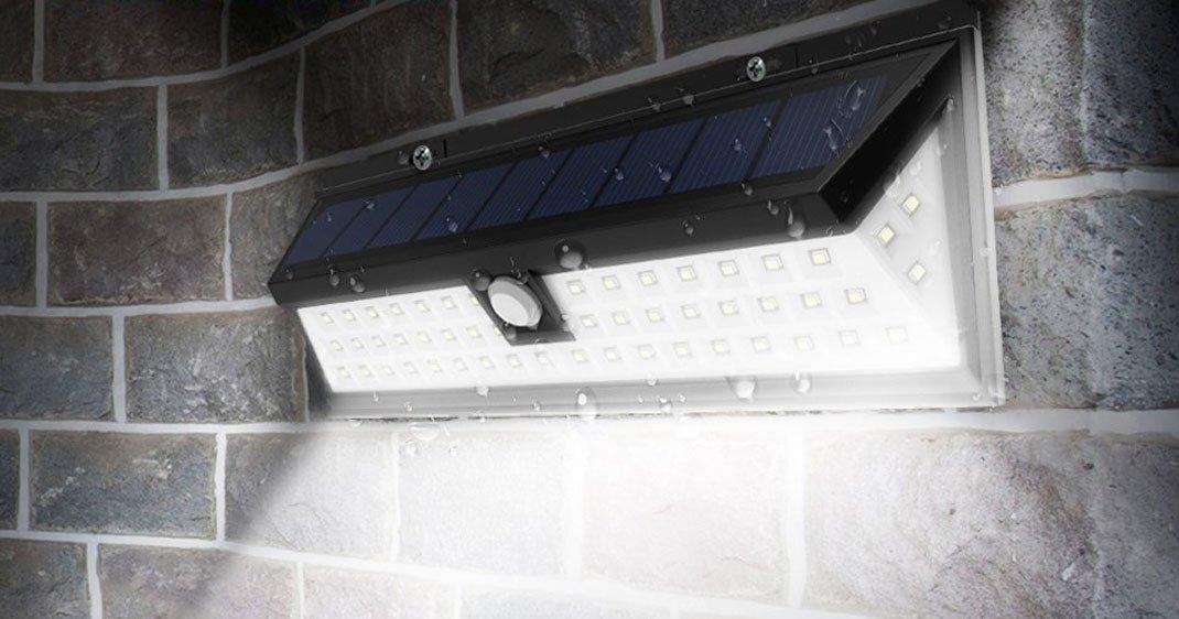cette lampe futuriste qui fonctionne l nergie solaire va illuminer votre jardin daily geek show. Black Bedroom Furniture Sets. Home Design Ideas