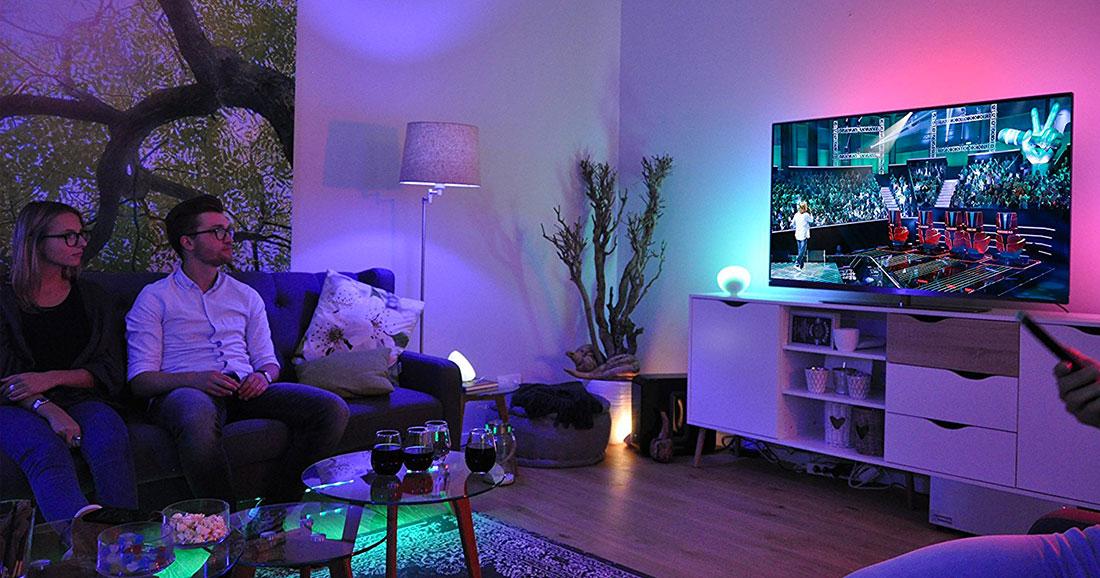 cette lampe change de couleur en un instant pour vous offrir l ambiance dont vous r vez daily. Black Bedroom Furniture Sets. Home Design Ideas