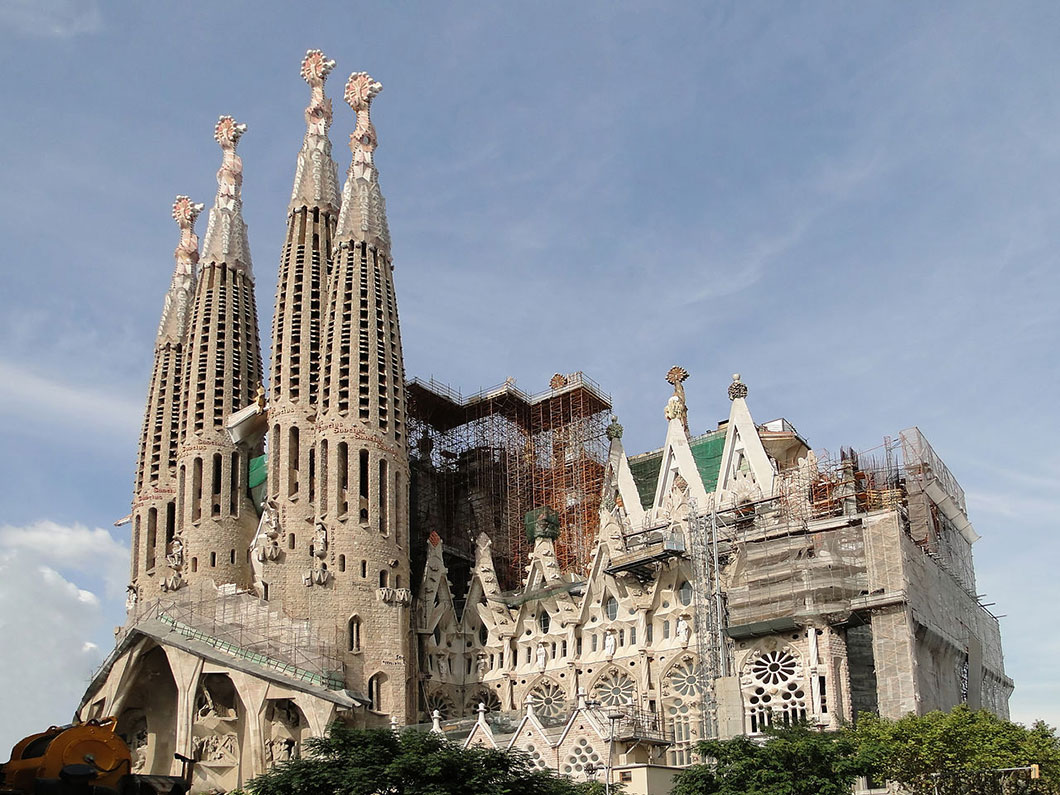 Familia pertaining to 12 anecdotes insolites sur la sagrada familia, la cathédrale