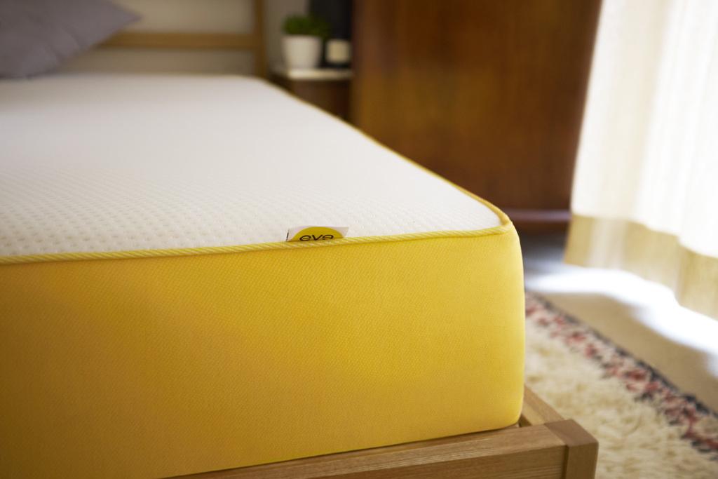 matelas eve daily geek show. Black Bedroom Furniture Sets. Home Design Ideas
