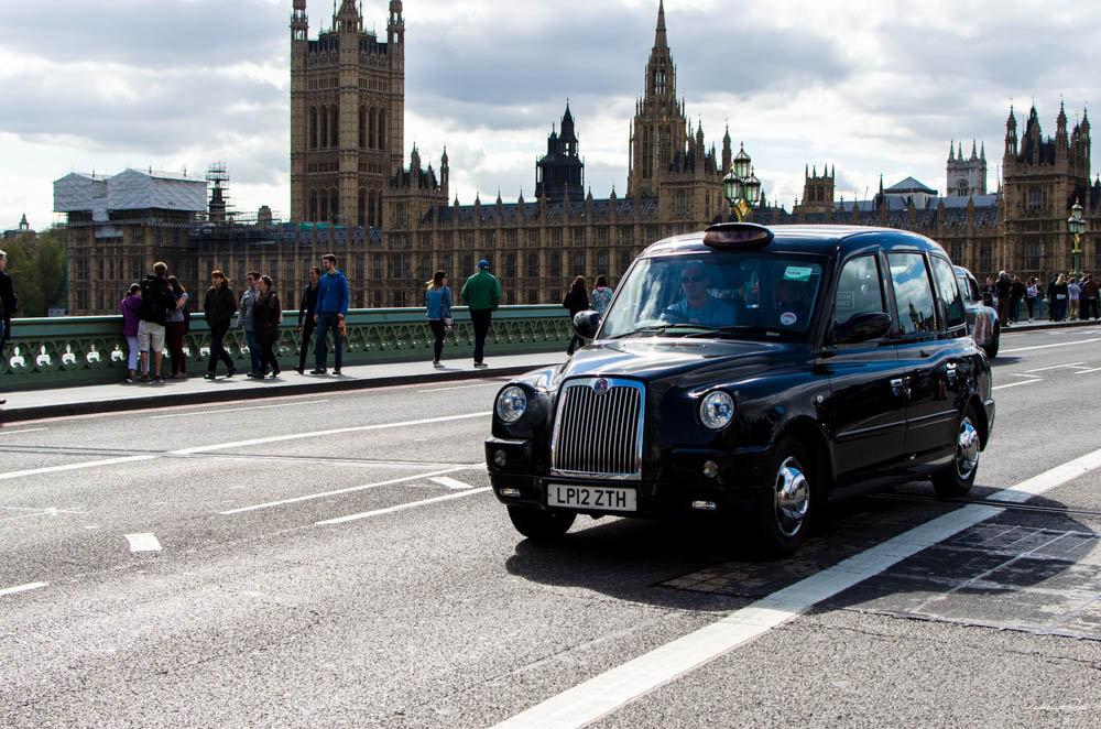 les c l bres taxis londoniens passent au tout lectrique quand la m me chose pour paris. Black Bedroom Furniture Sets. Home Design Ideas
