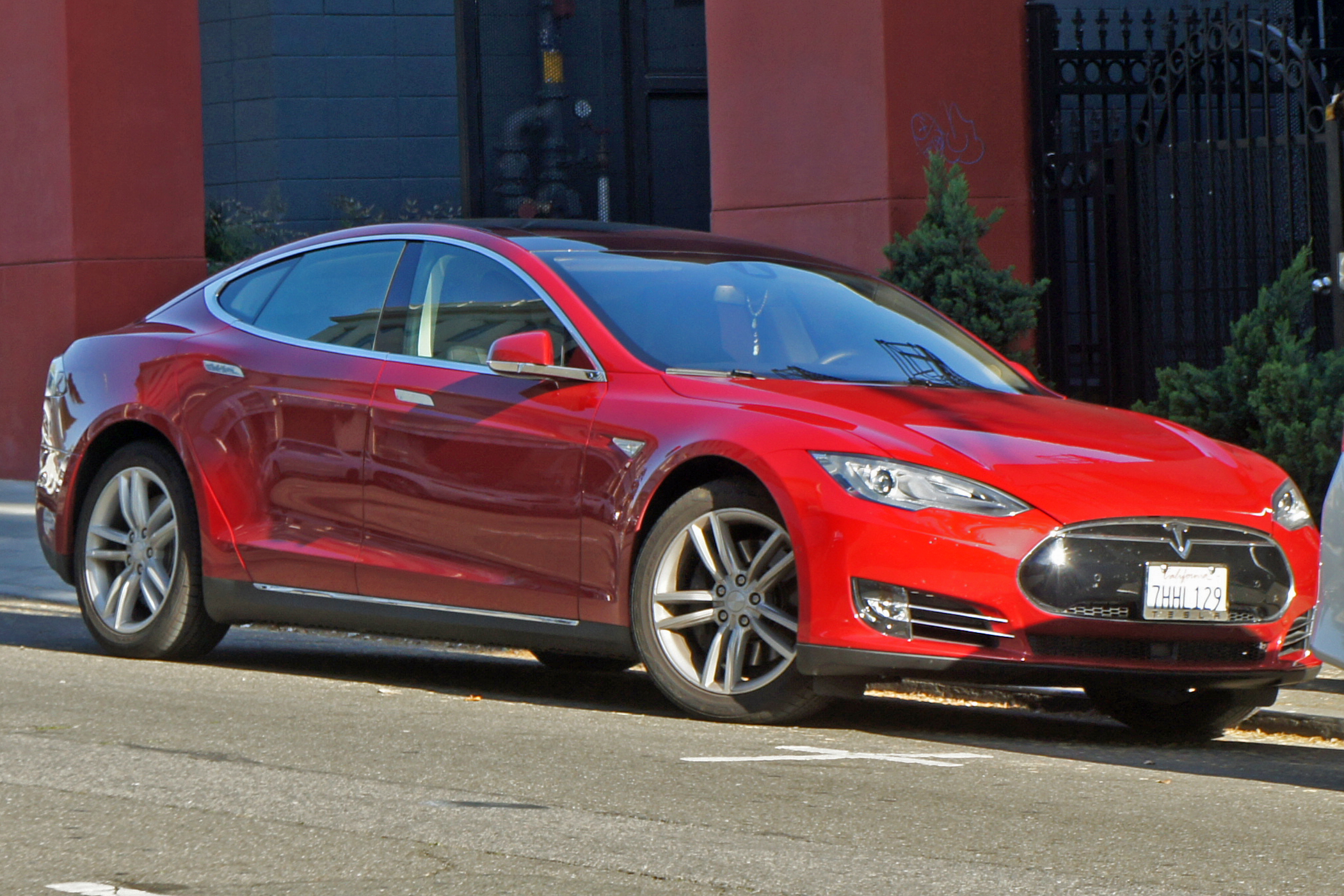 la tesla model s 100d r alise un record d autonomie dingue. Black Bedroom Furniture Sets. Home Design Ideas