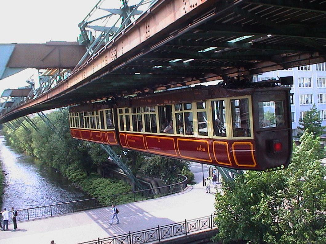 L'incroyable destin du Wuppertaler Schwebebahn, le premier train suspendu de l'Histoire ! Par Yan Contegat Kaiserwagen-train-wuppertal