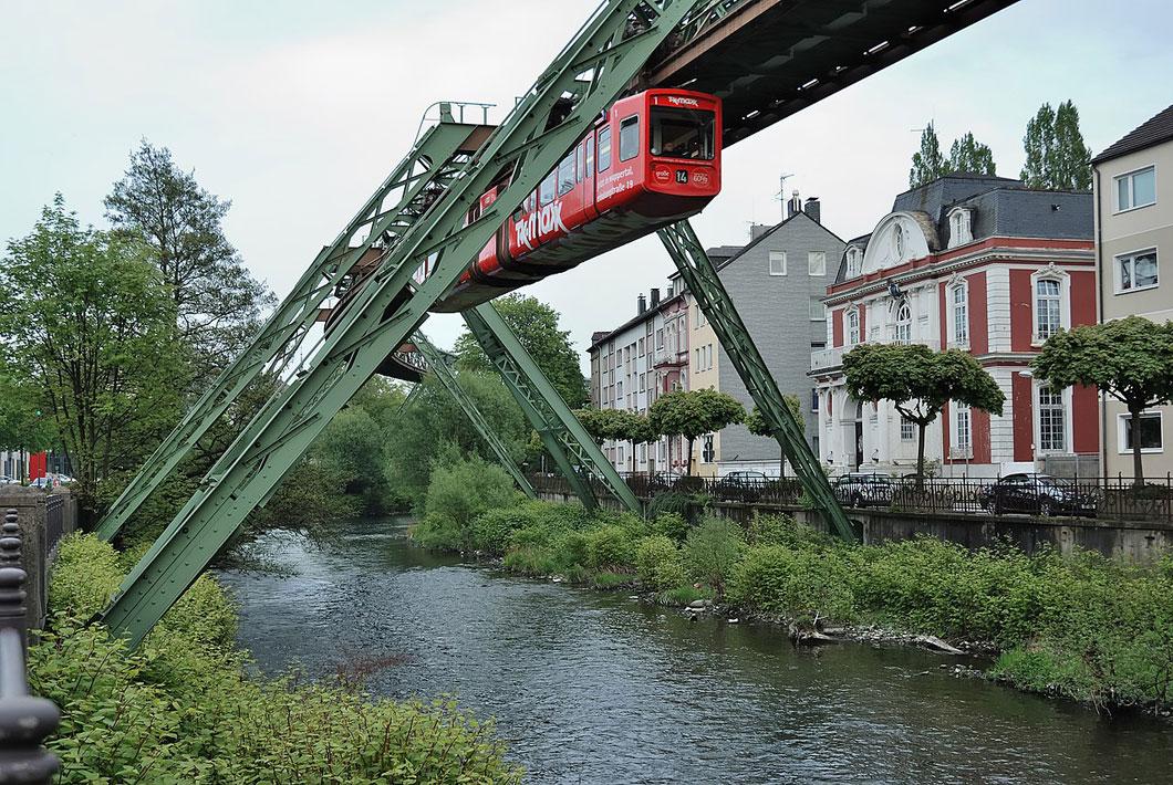 L'incroyable destin du Wuppertaler Schwebebahn, le premier train suspendu de l'Histoire ! Par Yan Contegat Wuppertaler-schwebebahn-wuppertal