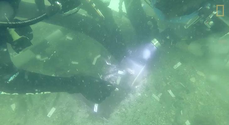 Inouï : un cimetière amérindien vieux de 7 000 ans découvert au large de la Floride !  Plongeurs-os-