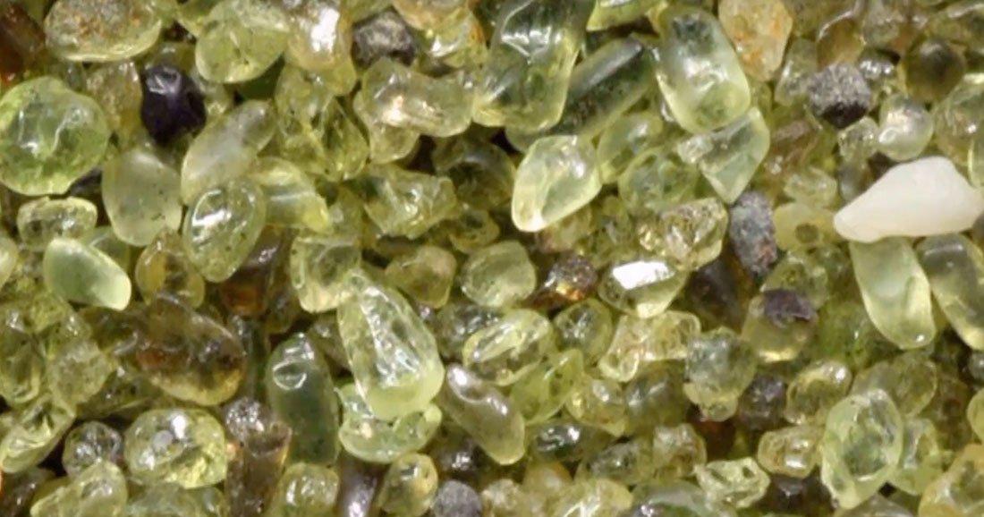 Suite à l'éruption du volcan Kilauea, il a plu des pierres précieuses à Hawaii ! Une-olivine-hawai1