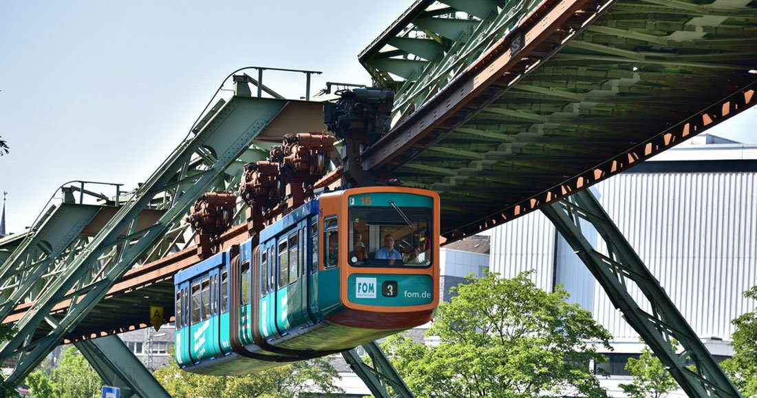 L'incroyable destin du Wuppertaler Schwebebahn, le premier train suspendu de l'Histoire ! Par Yan Contegat Une-train-suspendu-allemagne
