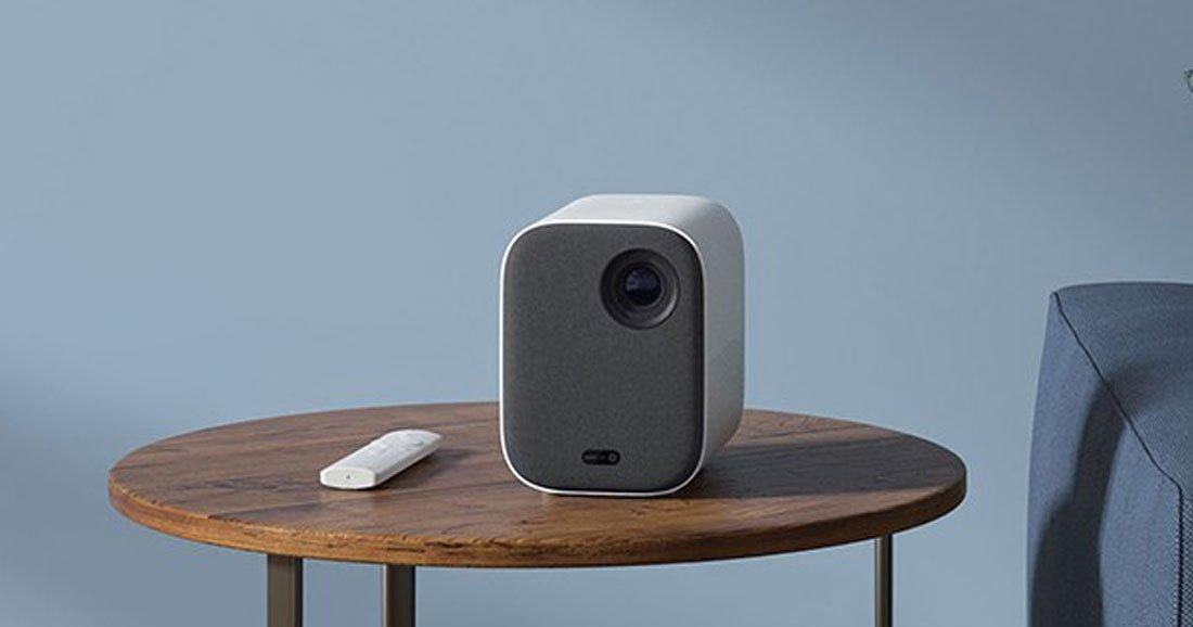 transformez votre salon en salle de cin ma avec ce vid oprojecteur connect en promo daily. Black Bedroom Furniture Sets. Home Design Ideas
