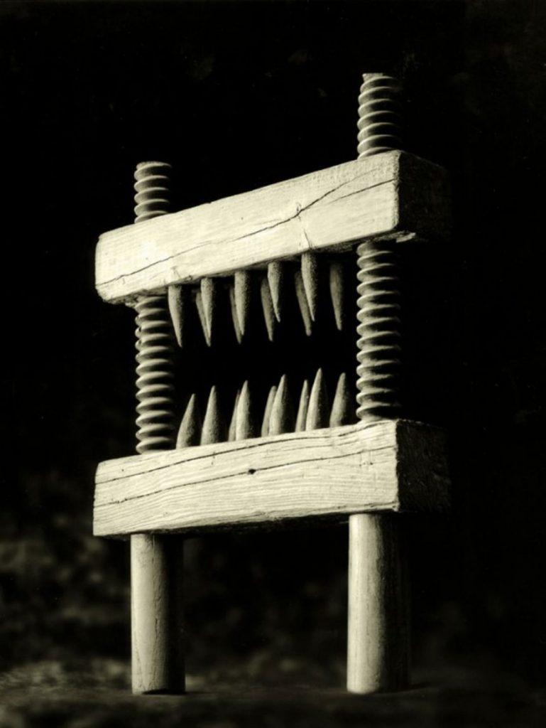 15 méthodes de torture médiévale aussi morbides que tordues ! (vidéo) Par Mathilde Rochefort Briseur-de-genou-769x1024