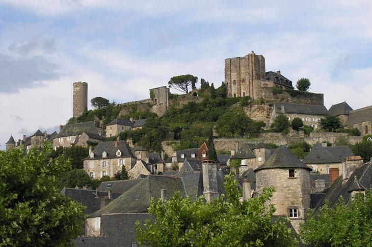 7 magnifiques villages français qui semblent figés depuis le Moyen Âge TURENNE-village