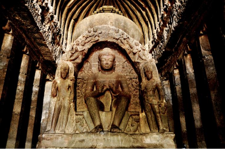 Sculpté à même la montagne dans un seul bloc, ce temple indien est un lieu unique au monde ! (vidéo sur Bidfoly.com) Par Alice Mercier Temple-kailasa-4