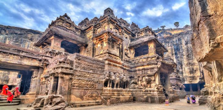 Sculpté à même la montagne dans un seul bloc, ce temple indien est un lieu unique au monde Temple-kailasa-6