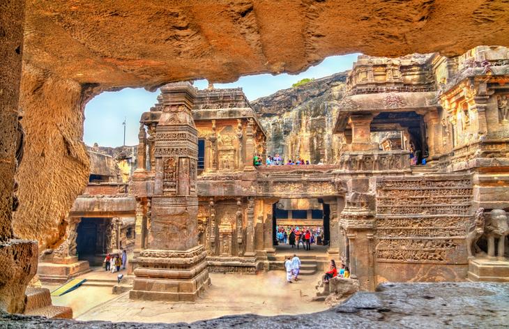 Sculpté à même la montagne dans un seul bloc, ce temple indien est un lieu unique au monde ! (vidéo sur Bidfoly.com) Par Alice Mercier Temple-kailasa-7