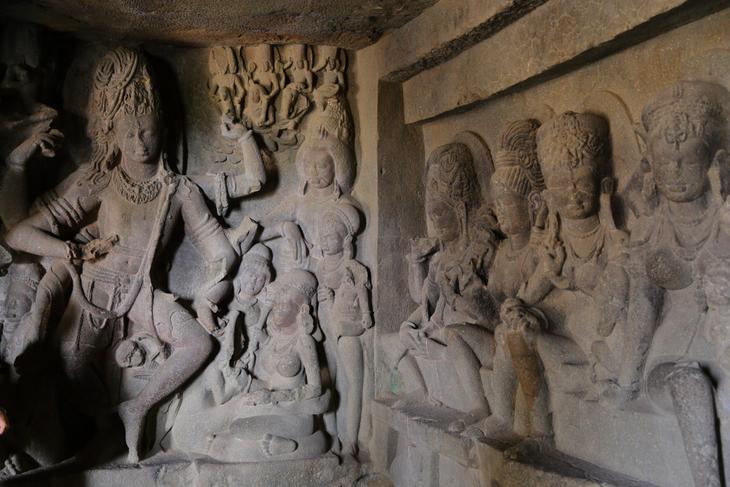 Sculpté à même la montagne dans un seul bloc, ce temple indien est un lieu unique au monde ! (vidéo sur Bidfoly.com) Par Alice Mercier Temple-kailasa-8